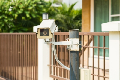 ¿LOPD y Videovigilancia: Puedo grabar la entrada de mi casa hacia el rellano de la escalera?